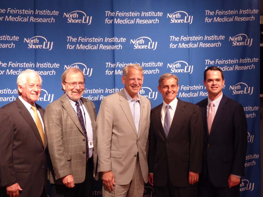 Assemblyman Lavine joined legislators and medical researchers at the Feinstein Institute to push for a 1 Billion dollar bond act to fund neurological research.<br><br>From Left: Assemblyman Lavine, Pe