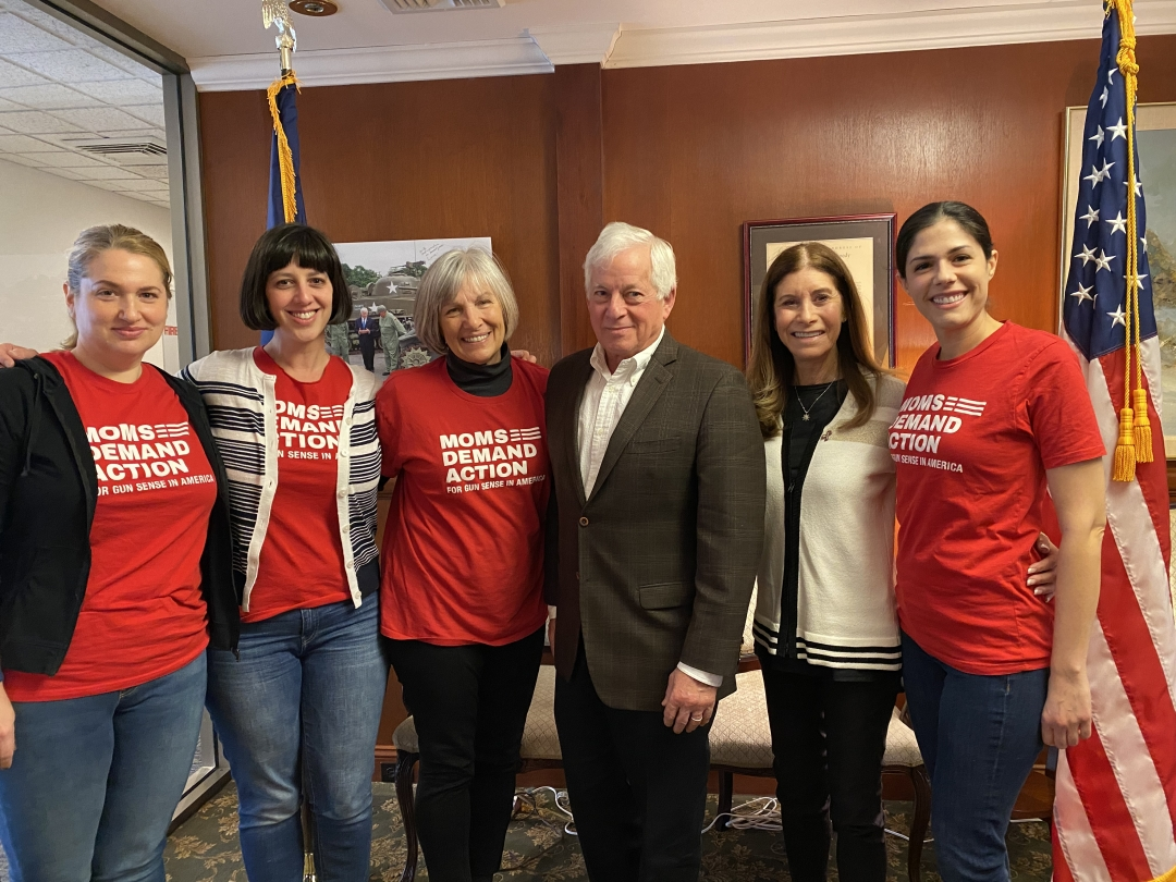 Assemblymember Lavine meets with Moms Demand Action to discuss their legislative needs.