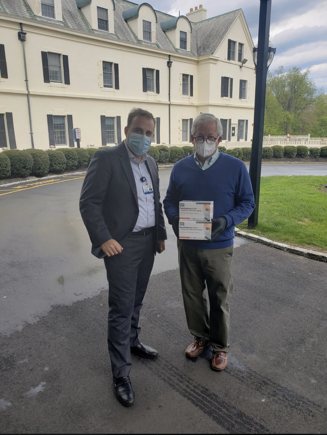 Assemblymember Lavine delivers face masks to the Glengariff Rehabilitation and Healthcare Center in Glen Cove. An assisted living facility that had been adversely affected by the Coronavirus pandemic.