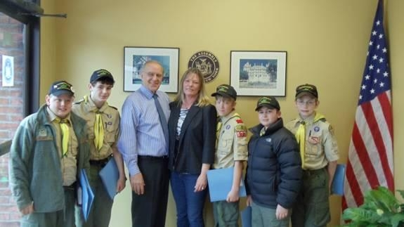 Assemblyman Dave McDonough meets with the members of Boy Scout Troop 577 and Troop Leader Candy Schwartz.