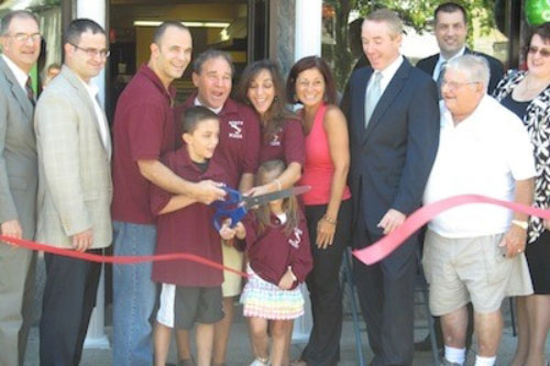 Assemblyman Ra welcomes Nino's Pizzeria to West Hempstead!