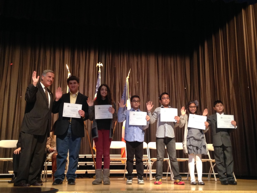 Assemblyman Weprin welcomes the incoming Student Council of PS/IS 178Q at the school's Student Council Inauguration Program.