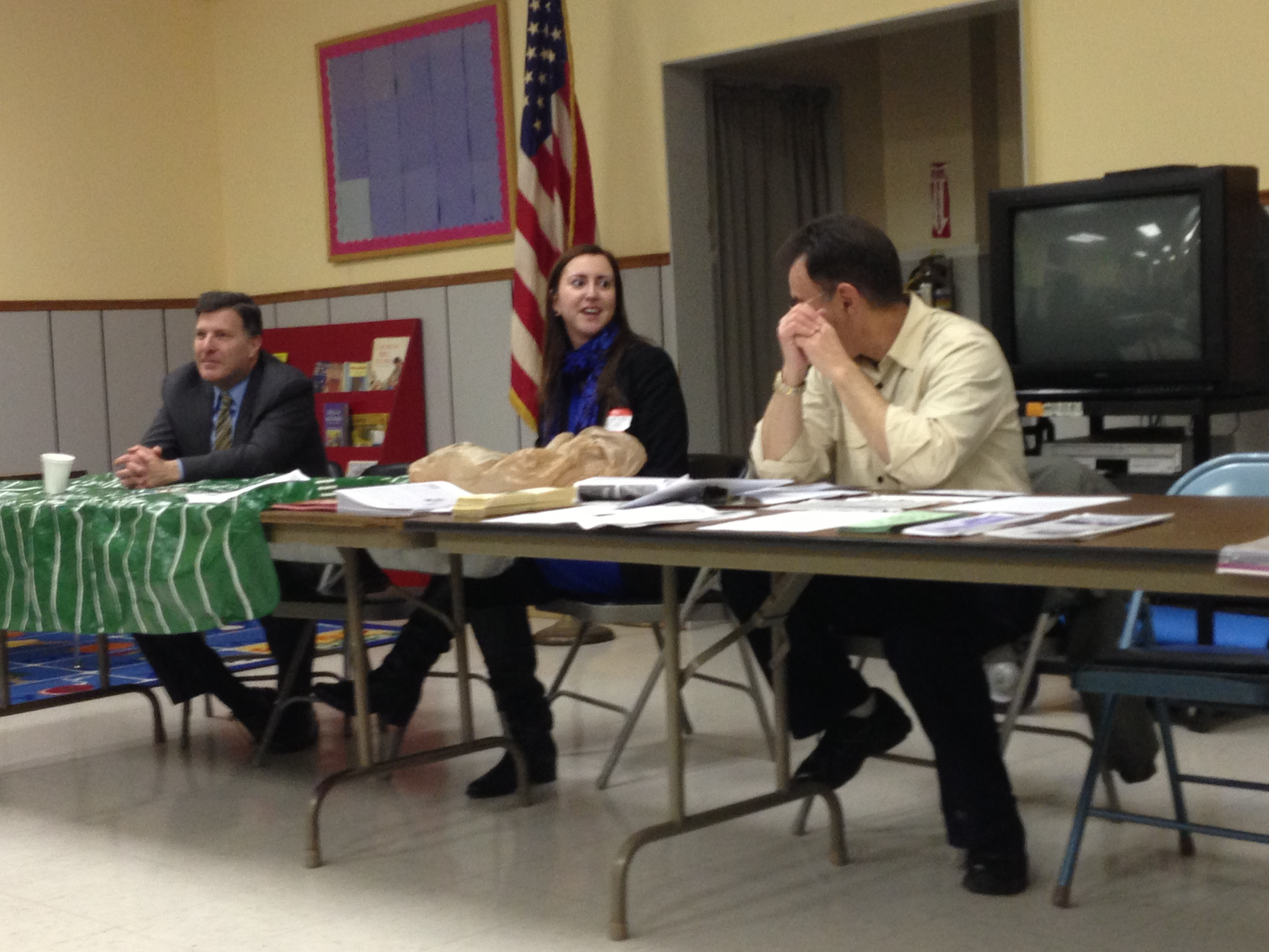 Assemblywoman Nily Rozic spoke to the Bayside Hills Civic Association about quality of life issues.