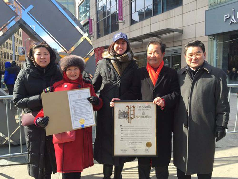 Assemblywoman Nily Rozic celebrated the Year of the Monkey at the 2016 Lunar New Year Parade in Flushing.<br />