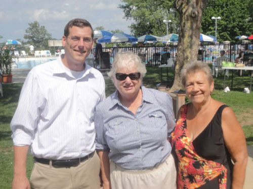On Sunday, August 21, 2011, Assemblyman Braunstein and Senator Toby Ann Stavisky visited the Bay Terrace Country Club with President Phyllis Kaye.