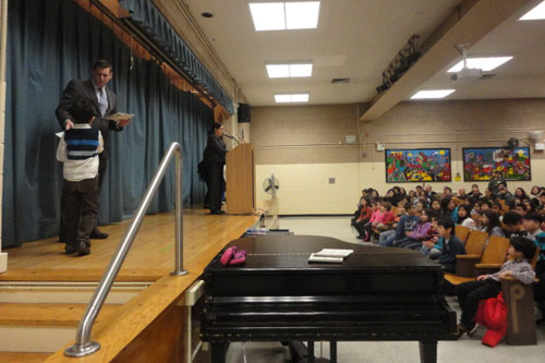 On Thursday, February 21, 2013, Assemblyman Braunstein visited PS 32 in Auburndale to present Student of the Month Certificates of Merit to students who display strong character.