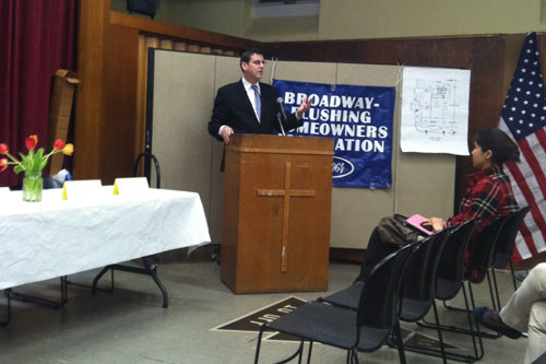 On Thursday, February 28, 2013, Assemblyman Braunstein spoke to his new constituents at the Broadway-Flushing Homeowners Association meeting and updated them on the new session in Albany.