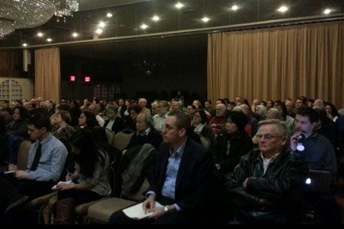 On Thursday, March 14, 2013, Assemblyman Braunstein joined Senator Tony Avella to host a town hall with the FAA on airplane noise, where over 250 residents attended to voice their opposition to the ne