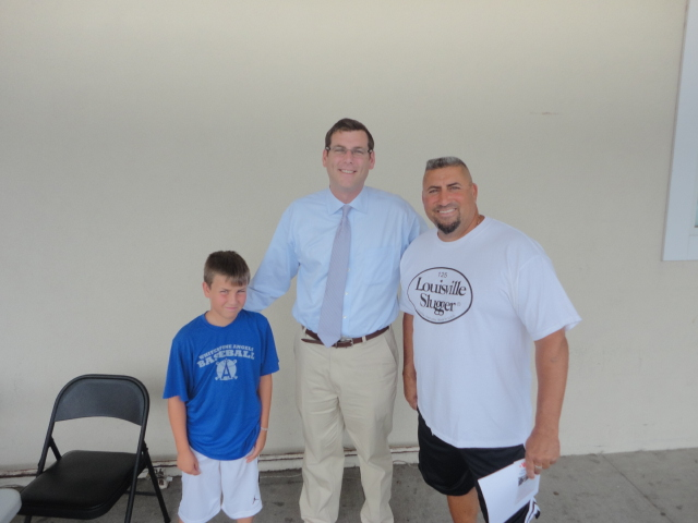 On Saturday, August 10, 2013, Assemblyman Braunstein hosted a Mobile District Office near the Key Food in the Whitestone Shopping Center.