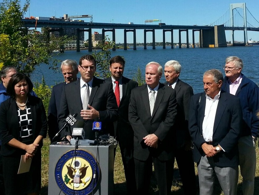 On Tuesday, September 17, 2013, Assemblyman Braunstein joined Congressmembers Crowley, Israel, and Meng, Senator Avella, and community leaders to call on the Federal Aviation Administration to exempt
