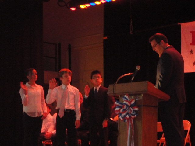On Wednesday, November 13, 2013, Assemblyman Braunstein inducted Student Organization delegates and officers at Louis Pasteur Middle School 67 in Little Neck.