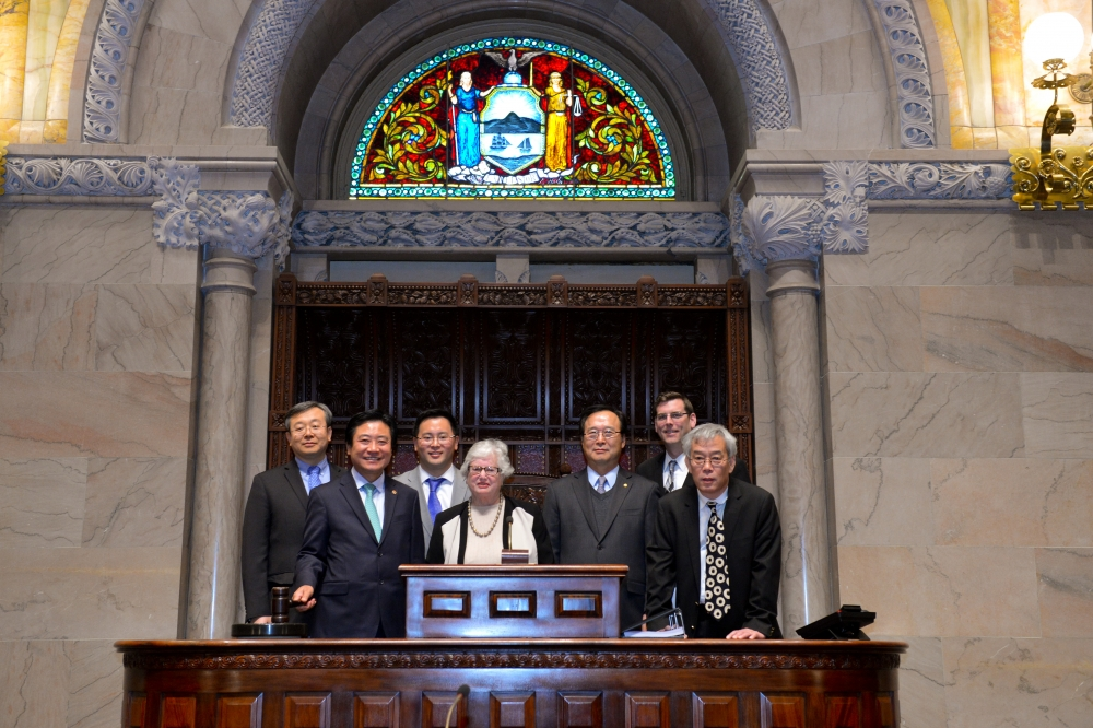 On Monday, February 10, 2014, Assemblyman Braunstein and Senator Toby Ann Stavisky welcomed Korean leaders from Queens to Albany as a demonstration of support for A8742.