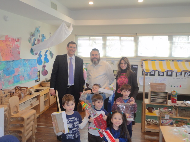 On March 14, 2014, Assemblyman Braunstein visited the Chabad Lubavitch School of Northeast Queens Early Childhood Center in Bay Terrace. Assemblyman Braunstein is pictured with Rabbi Yossi Blesofsky a