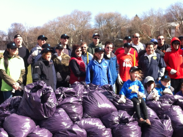 On April 5, 2014, Assemblyman Braunstein, along with his staff, assisted Dwarf-Giraffe Athletic League with the annual cleanup of Harvey Park in Whitestone on