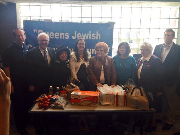 On April 6, 2014, Assemblyman Braunstein joined the Queens Jewish Community Council (QJCC) and the Metropolitan Council on Jewish Poverty for their Passover food distribution, with Congresswoman Grace
