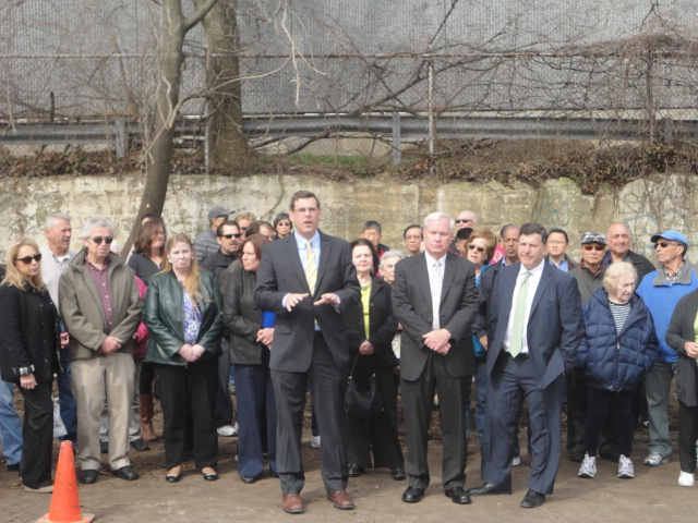 On April 22, 2014, Assemblyman Braunstein, Council Member Mark Weprin, and Senator Tony Avella joined over 100 Little Neck Residents to protest the construction of a new 35-foot high building by E. Gl