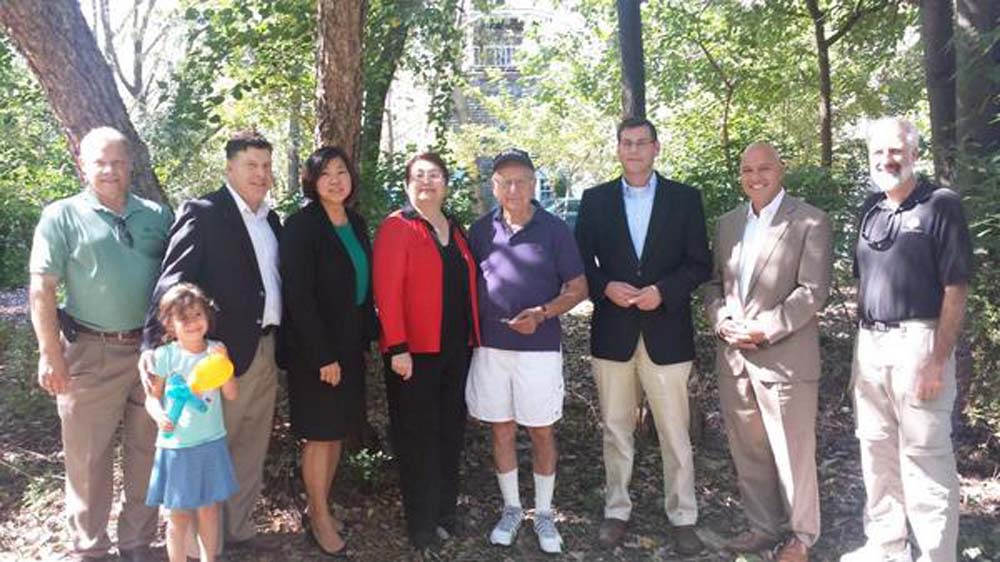 Assemblyman Braunstein joined Alley Pond Environmental Center for its Festival of Little Neck Bay celebrating National Estuaries Day. Assemblyman Braunstein is pictured with Congresswoman Grace Meng,