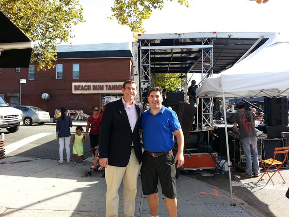 Assemblyman Braunstein co-sponsored this year's Bayside Village BID Sunday Stroll on the 100th Anniversary of the first street fair on Bell Boulevard. Assemblyman Braunstein is pictured with Bayside V