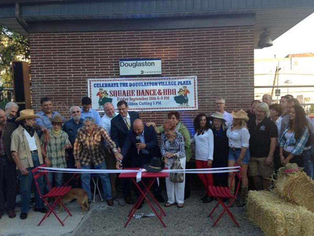 Assemblyman Braunstein joined the Douglaston Local Development Corp. and the Douglaston Village Chamber of Commerce for the Douglaston Village Plaza Kick-off party and ribbon cutting.