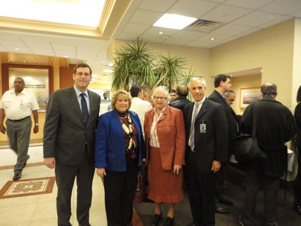 Assemblyman Braunstein visited Flushing Hospital Medical Center, where he learned about and operated the new da Vinci surgical robot with Senator Toby Ann Stavisky; Flushing Hospital Medical Center CO