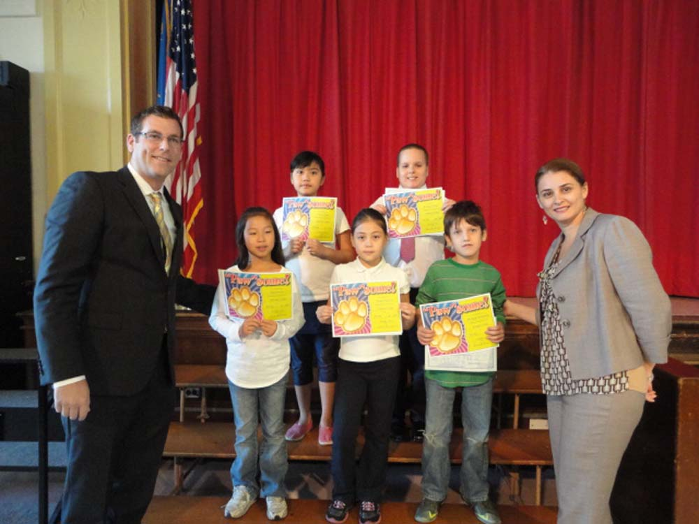 Assemblyman Braunstein presented New York State Assembly Student of the Month Certificates of Merit to the students of PS 94: David D. Porter School in Little Neck. Assemblyman Braunstein is pictured
