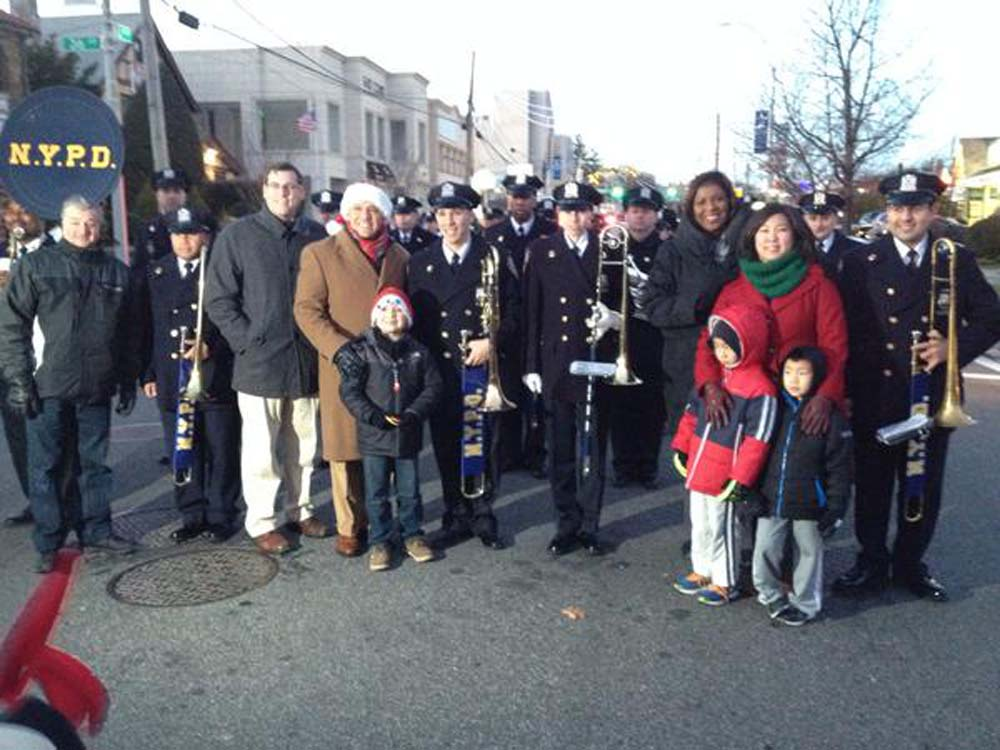 On December 7, 2014, Assemblyman Braunstein marched in the Bayside Children's Holiday Parade, hosted by Council Member Paul Vallone and the Bayside Village Business Improvement District (BID). Assembl