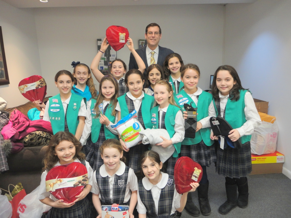 On February 11, 2015, Assemblyman Braunstein welcomed Sacred Heart Girl Scout Troop 4000 to his district office to accept their donations to the 19th annual Valentines for Vets gift drive.