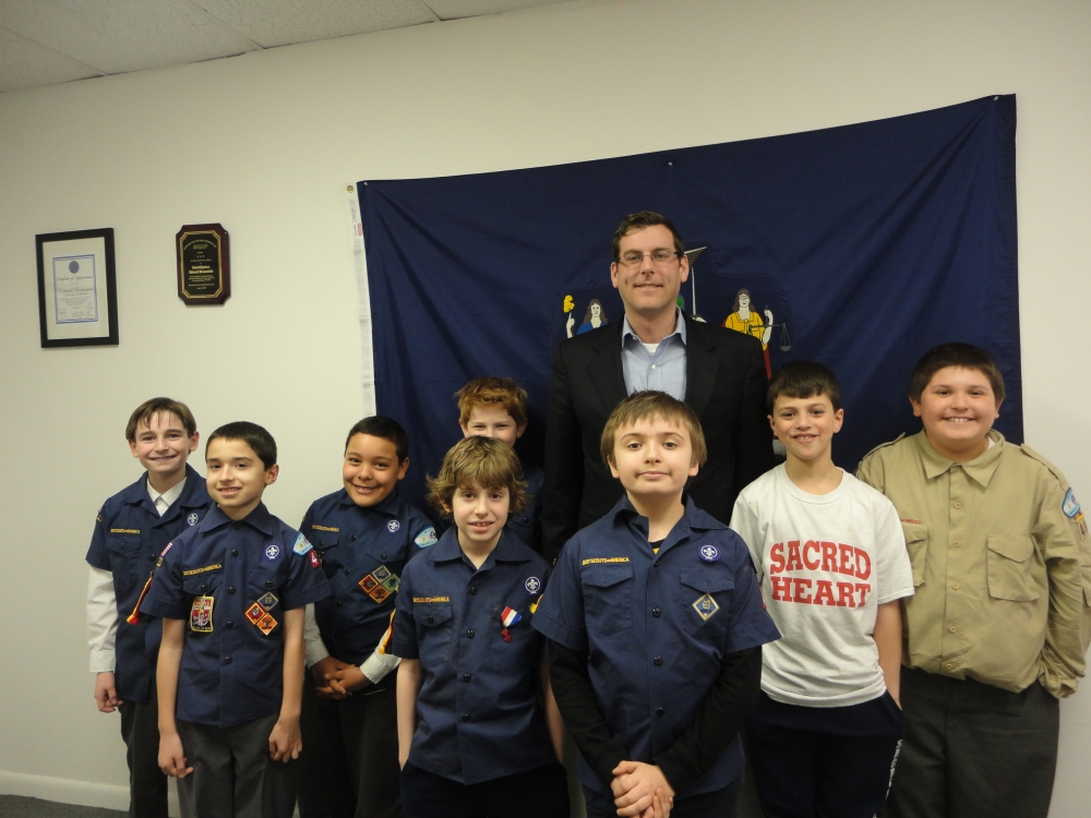 On March 27, 2015, Assemblyman Braunstein hosted Sacred Heart Cub Scout Pack 49 Den 7 at his District Office. Assemblyman Braunstein discussed with the Cub Scouts how a bill becomes a law in the State
