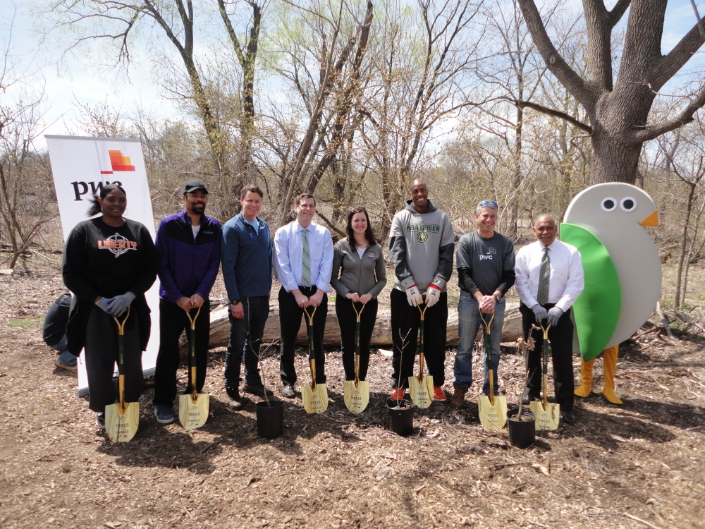 On April 16, 2015, Assemblyman Braunstein participated in the MillionTreesNYC Threes for Trees planting restoration project at Alley Pond Park with Assemblywoman Nily Rozic and New York City Departmen