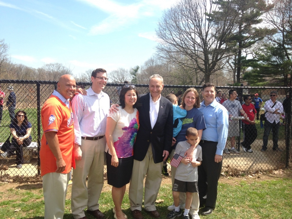 On April 18, 2015, Assemblyman Braunstein joined Bayside Little League for its Opening Day Ceremonies along with Senator Charles Schumer, Congresswoman Grace Meng, Queens Borough President Melinda Kat