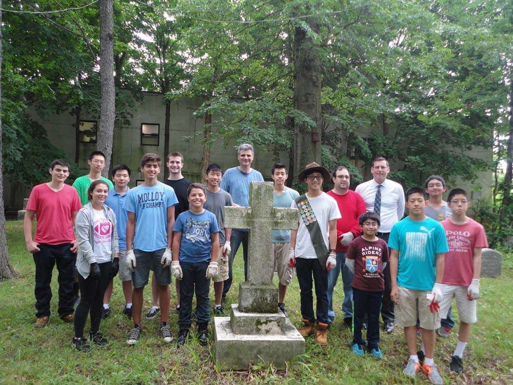 On July 15, 2015, Assemblyman Braunstein attended a cleanup of Lawrence Cemetery coordinated by his office and organized by Eagle Scout Andrew Bow and Bayside Historical Society member Peter Sutich. M