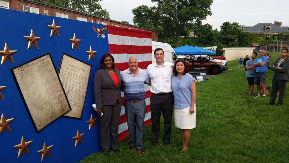 On July 1, 2015, Assemblyman Braunstein attended the Independence Day Fireworks Celebration, organized by Council Member Paul A. Vallone and the Bayside Historical Society. Assemblyman Braunstein is p