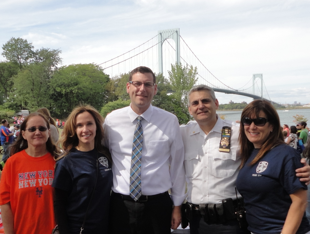 On September 26, 2015, Assemblyman Braunstein visited the 2nd Annual Family Fun Day sponsored by the 109th Precinct Community Council and We Love Whitestone. Assemblyman Braunstein is pictured 109th Precinct Commanding Officer Deputy Inspector Conforti, and Community Council President Chrissy Voskerichian, Vice President Vana Partridge, and Recording Secretary Rhea O'Gorman.