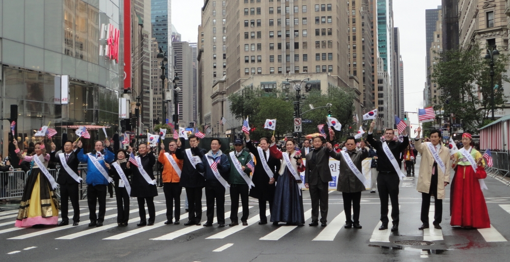 On October 3, 2015, Assemblyman Braunstein marched in the 35th Annual Korean Parade. Assemblyman Braunstein is pictured with Assemblyman Ron Kim, Korean Consul General Gheewan Kim, former Deputy Queen