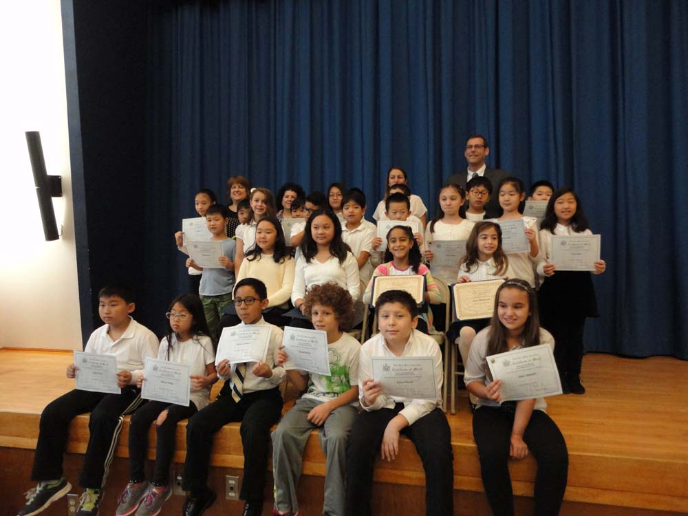 On November 12, 2015, Assemblyman Braunstein inducted the Student Organization Representatives and Elected Officials at PS 221: The North Hills School in Little Neck. Assemblyman Braunstein is picture