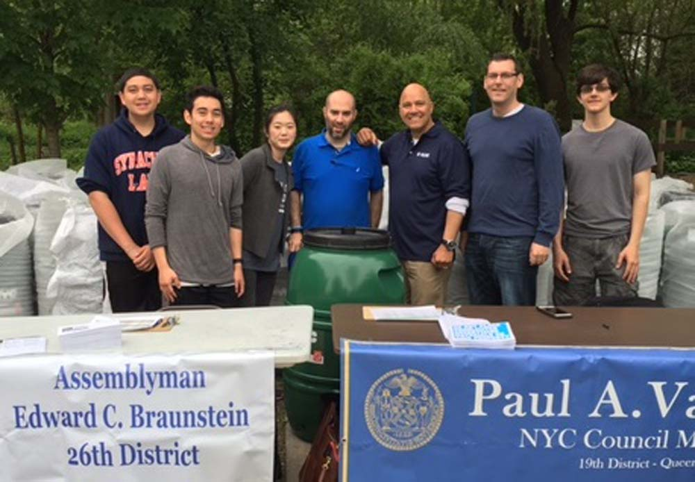 On May 21, 2016, Assemblyman Braunstein partnered with Council Member Paul Vallone and the NYC Department of Environmental Protection to provide free rain barrels at the Alley Pond Environmental Cente