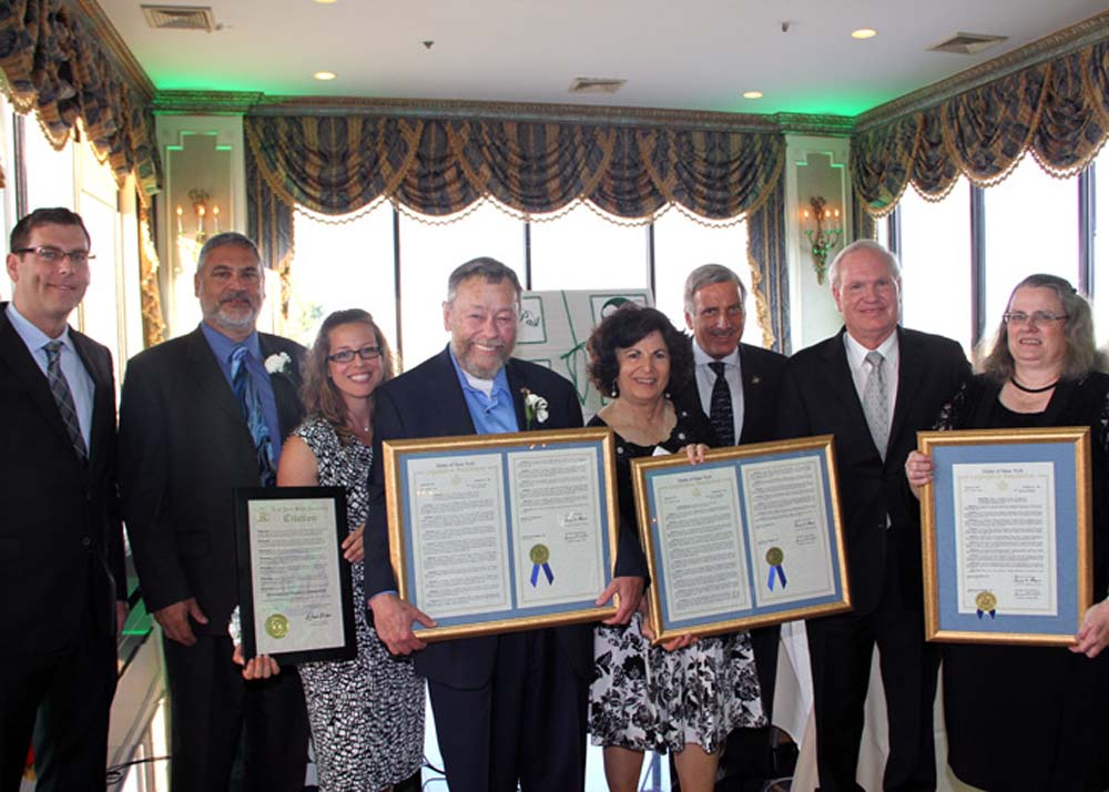 On June 20, 2016, Assemblyman Braunstein attended Alley Pond Environmental Center's (APEC) 40th Anniversary Green Gala and presented Legislative Resolutions to APEC and its honorees.