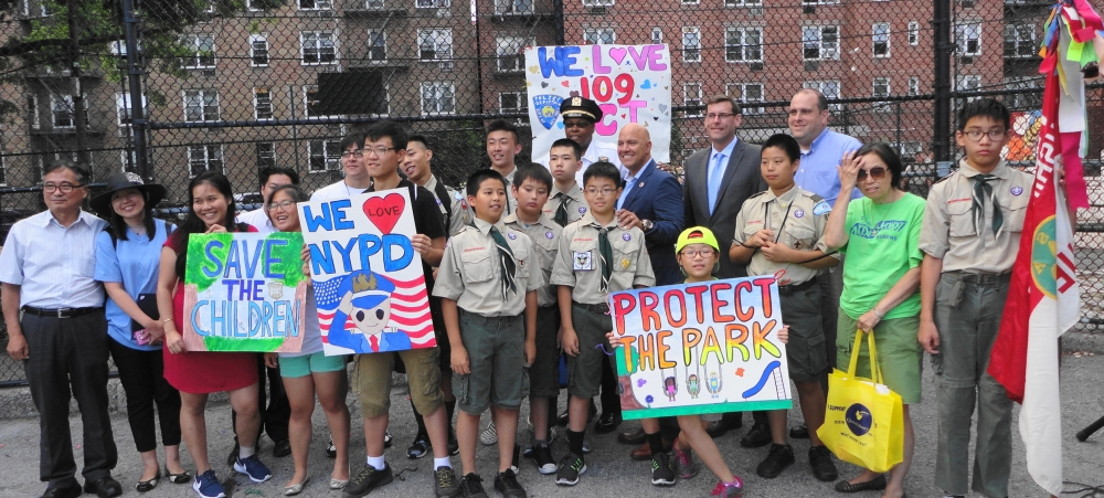 On August 2, 2016, Assemblyman Braunstein attended the 109th Precinct's National Night Out in Flushing.