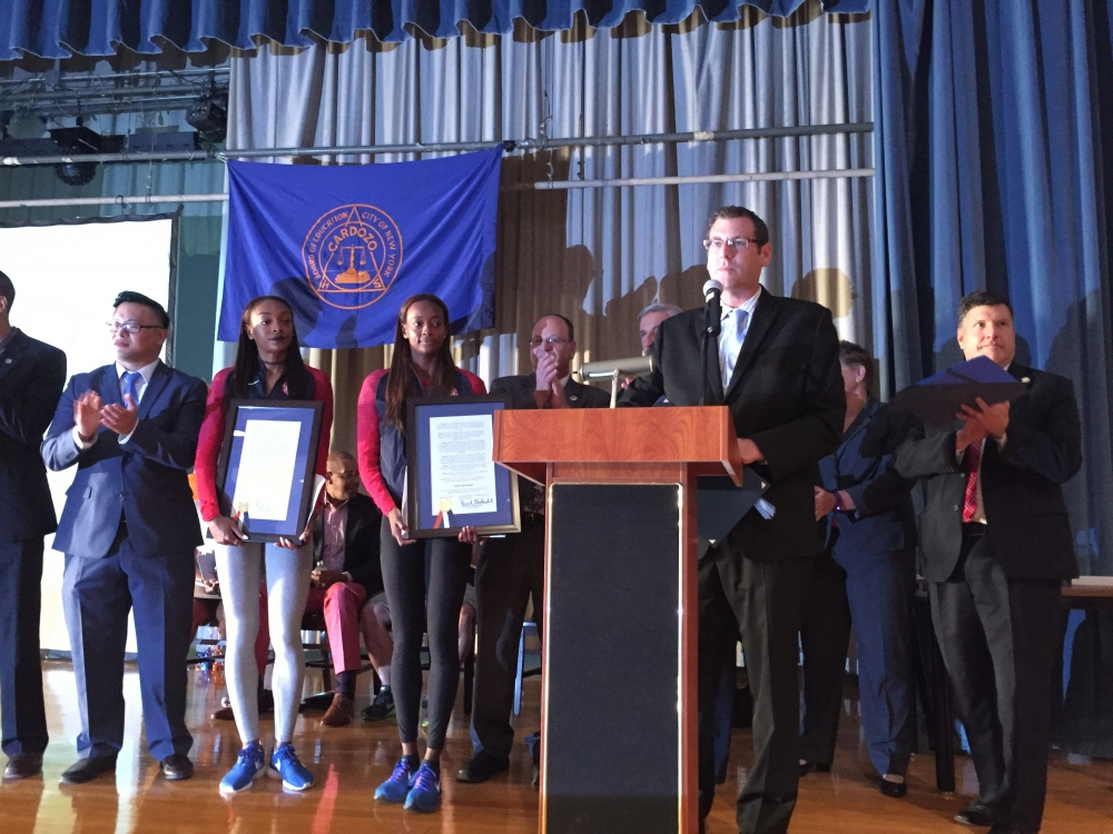 On September 13, 2016, Assemblyman Braunstein attended the Welcome Home Ceremony at Benjamin N. Cardozo High School honoring graduates Dalilah Muhammad, Gold Medalist at the 2016 Rio Olympics in the 4