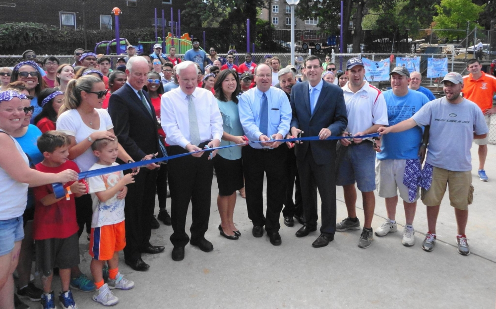 On September 23, 2016, Assemblyman Braunstein attended the ribbon cutting for a new playspace for 4,100 children at the Samuel Field Y in Bay Terrace.