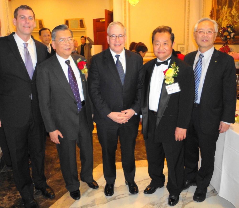 On January 20, 2017, Assemblyman Braunstein attended the Flushing Chinese Business Association's 35th Annual Fundraising Dinner with NYC Comptroller Scott M. Stringer.