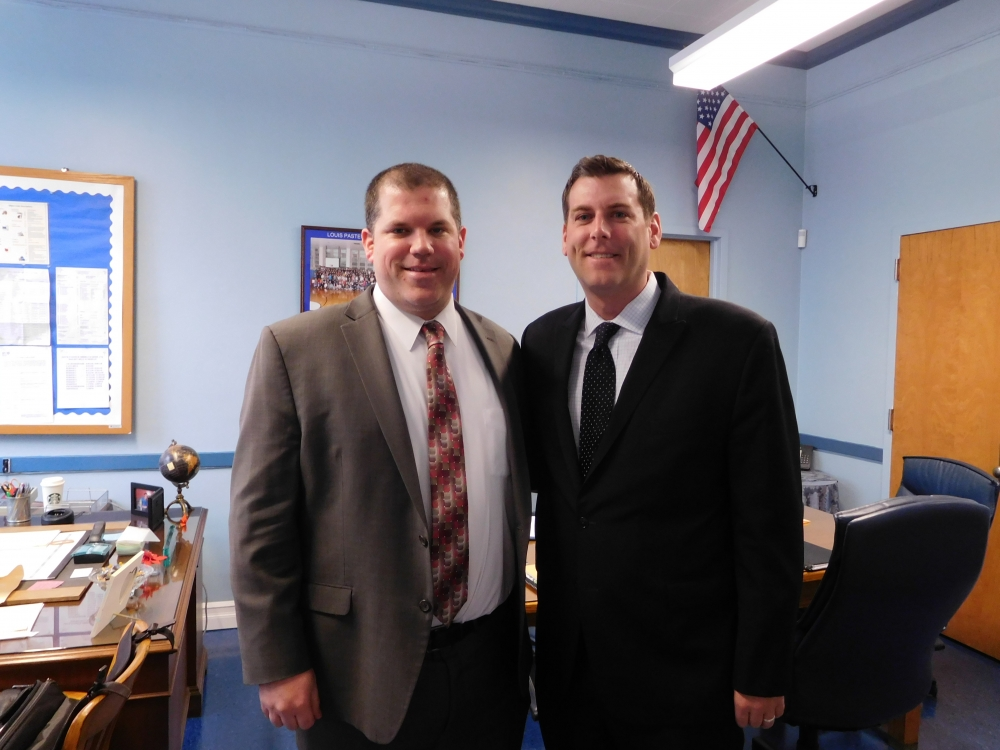 On April 19, 2017, Assemblyman Braunstein visited MS 67 and met with Principal Brian Annello.