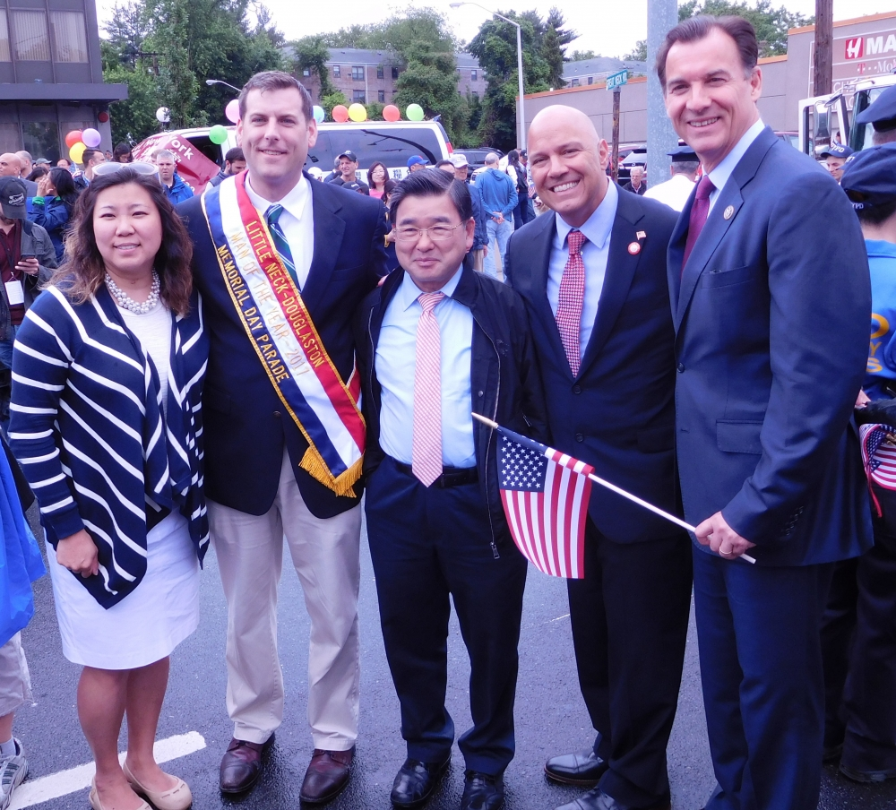 On May 29, 2017, Assemblyman Braunstein marched and was honored as the Man of the Year at the 90th Annual Little Neck-Douglaston Memorial Day Parade yesterday.