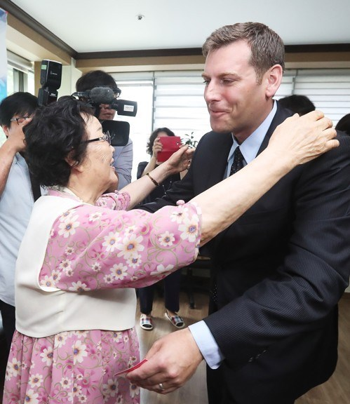 On July 5, 2017, Assemblyman Braunstein visited the House of Sharing, a Shelter for Comfort Women in Korea.