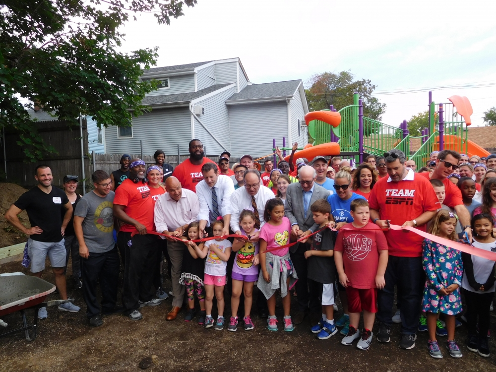 On September 14, 2017, Assemblyman Braunstein attended the ribbon cutting ceremony for Samuel Field Y's new playground, which was provided by volunteers from Kaboom, Disney, and ESPN.<br />
