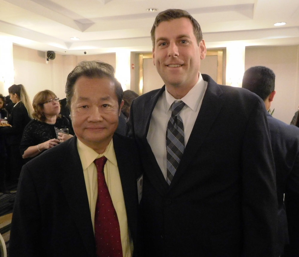 On November 9, 2017, Assemblyman Braunstein attended the TimesLedger Newspapers Queens Ambassador Awards, whose honorees included Peter Tu, President of the Flushing Chinese Business Association.