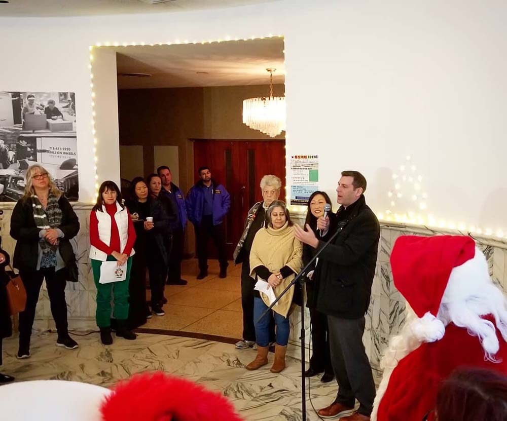 On December 13, 2017, Assemblyman Braunstein attended the 1st Annual Bayside Holiday Lighting Ceremony hosted by Korean Community Services of Metropolitan New York, Inc. and Northwest Bayside Civic As