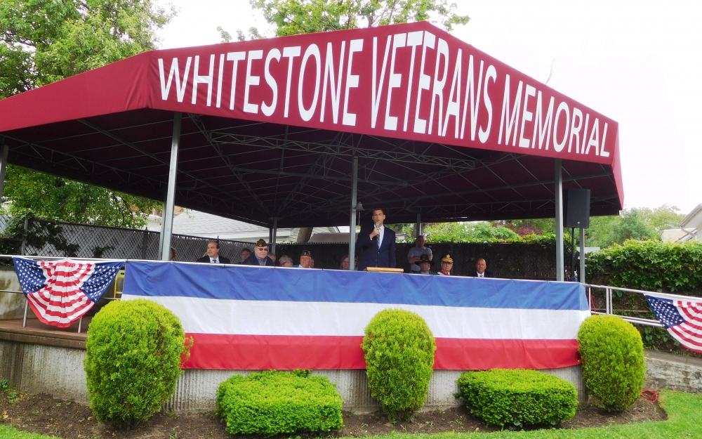 On May 28, 2018, Assemblyman Braunstein attended the Whitestone Memorial Day Ceremony & Parade.