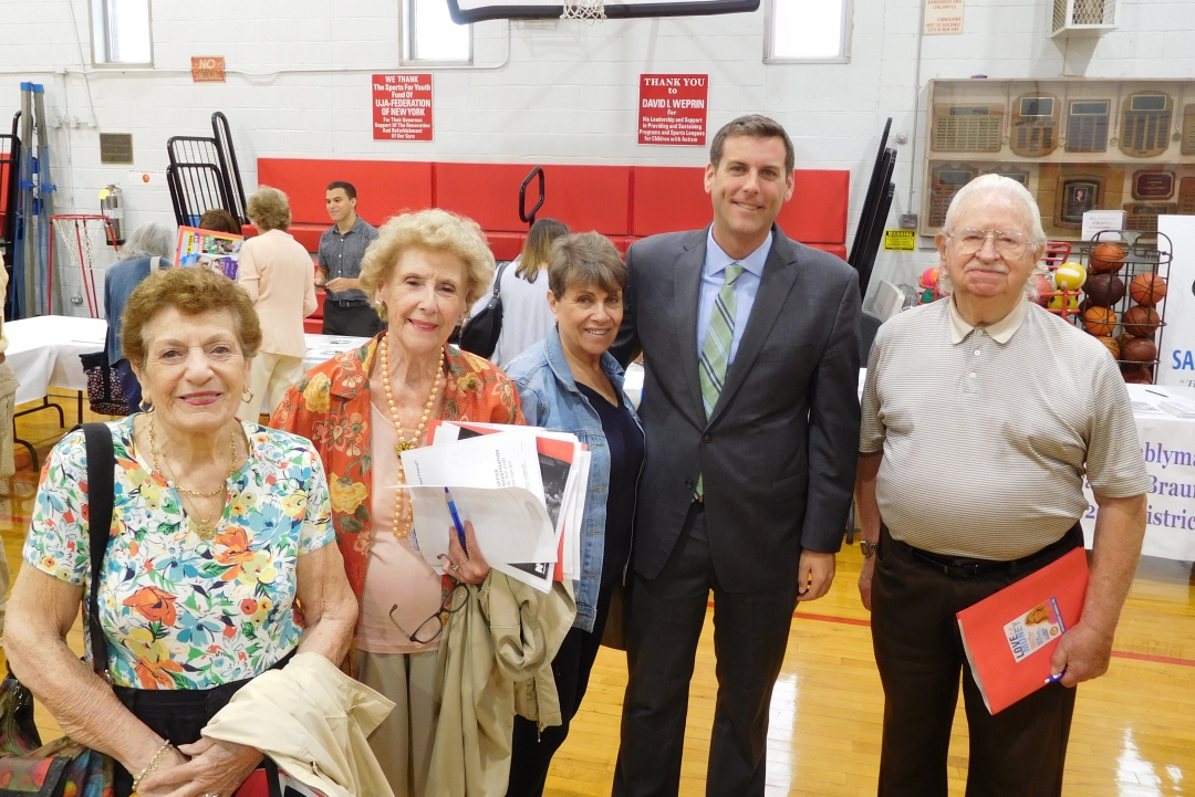 On June 27, 2018, Assemblyman Braunstein hosted a Senior Health and Wellness Forum at the Samuel Field Y in Little Neck.