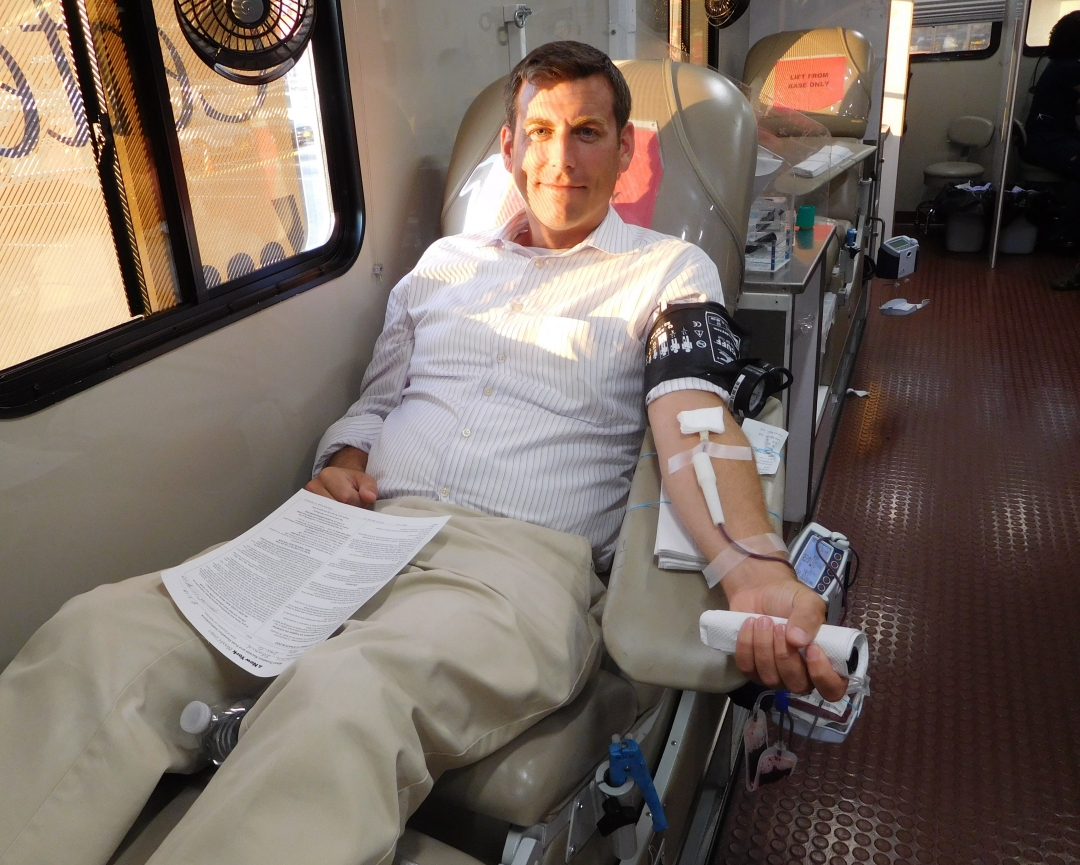 On August 9, 2018, Assemblyman Braunstein donated blood at his office's 6th Annual Summer Blood Drive at the Bay Terrace Shopping Center, which was held in conjunction with the New York Blood Cen